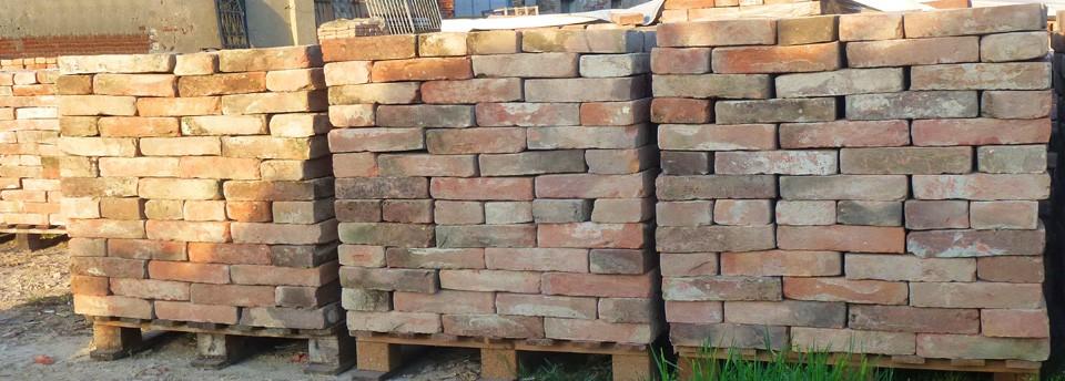 Materiali edili di recupero mora demolizioni fiesso umbertiano rovigo mattoni vecchi coppi - Cornici finestre in mattoni ...